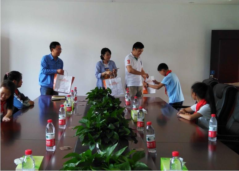 我司邀请丰都中机阳光希望小学学生来厂参观