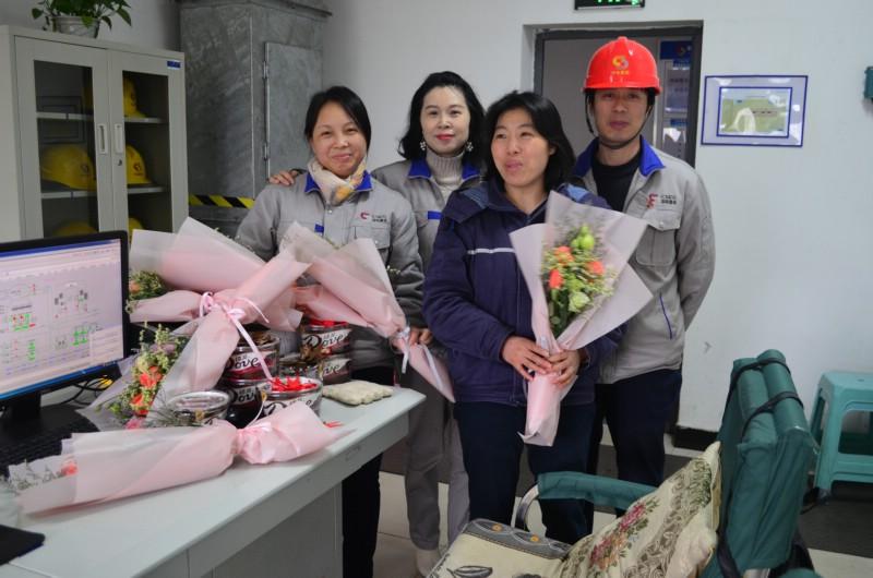 公司工会为女员工送节日礼品